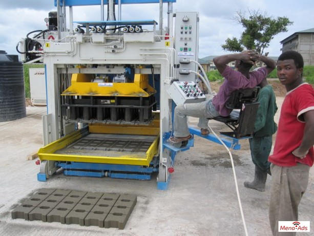 movable-concrete-block-machine-egglayer-sumab-e12-big-1