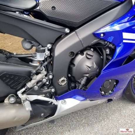 2017-yamaha-yzf-r6-motorcycle-available-big-2