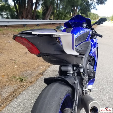 2017-yamaha-yzf-r6-motorcycle-available-big-6